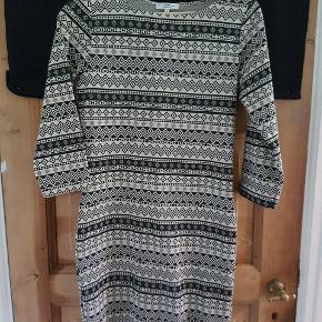 Fin mønstret kjole, stramtsiddende - stretchy