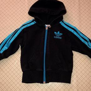 Adidas sort og turkis hoodie str 3 år