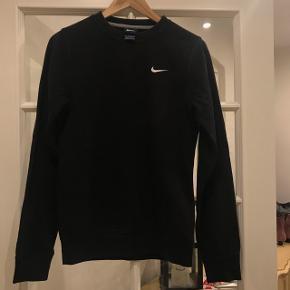 Fed Nike sweater i en størrelse xs Byd