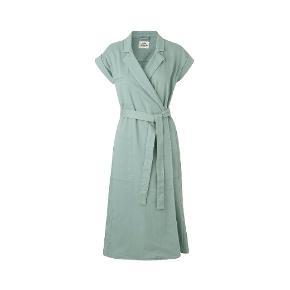 Sælger denne mega flotte kjole fra Mads Nørgaard. Kjolen har været på 1 gang, så fremstår som ny. oprindelige købspris 1400 kr.    Alpha Green (Grøn)98% bomuld/2% elastanVask ved 30ºC på skåneprogram.