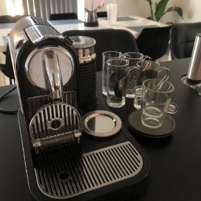Sælger denne Nespresso maskine, da jeg ikke får den brugt nok. Den fungere som den skal, dog kunne vand beholderen godt trænge til en afkalkning😉  Medfølger: Maskinen + tilbehør 4 stk latte glas + under kopper 2stk espresso glas + under kopper Samlet værdi: 1500kr  Sælges for: 500kr