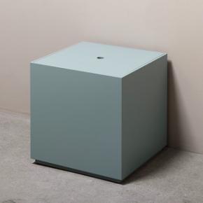 Fineste sidebord eller opbevarings kasse fra DANSK  Skal afhentes på Vesterbro.  Bud modtages
