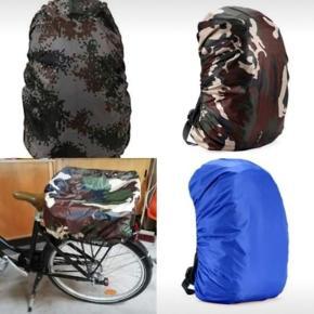 Nye universelle regnslag til rygsække, passer til (skole)tasker op til 35 liter (op til 48cm×32cm×20cm). De passer også til cykelkurve. Regnslagene er vandtætte og er perfekte til cykel- og vandreture. De beskytter mod vand, støv, snavs og fylder næsten intet, når de ikke er i brug. De haves i 3 forskellige farver, se første billede (der er 1 regnslag af hver farve tilbage).    Regnslaget på billeder 2-3 er mit eget.  Eventuel forsendelse ved køb af 1 regnslag med DAO 33 kr., med Post Nord 10 kr. (alm. brev uden sporing eller forsikring).