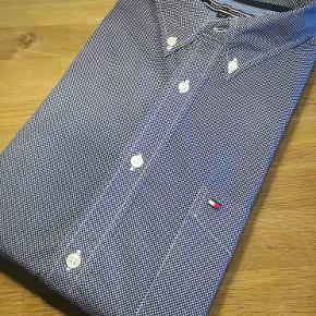Den dejligste bløde polo / skjorte fra TH. Sommer model i str. XXL Meget flot og utrolig behagelig at have på.