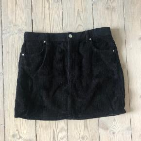 Zara corduroy skirt, great for layering and super simple and cute. In excellent condition. 10% discount on bundles of 2+ items from my closet!