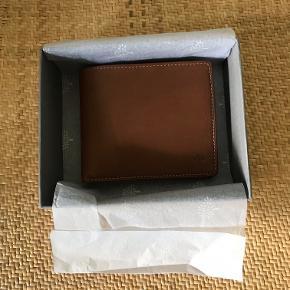 Lækker Mulberry pung til 8 kreditkort, sedler + mønter. Natural Wax Leather OAK - Aldrig brugt. Købt i Mulberry Århus.   Fast Pris 850,- PP