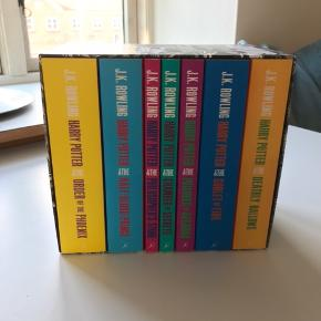Harry Potter bøgerne - The complete collection. Købte dem for nogle år siden, men har aldrig fået læst dem, så de er som nye.