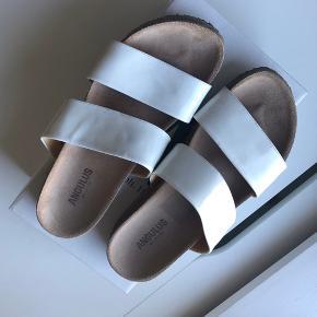 Sandaler fra Angulus i str 42 God stand ⭐️ Nypris 899,00 DKK Se også mine andre annoncer 😊