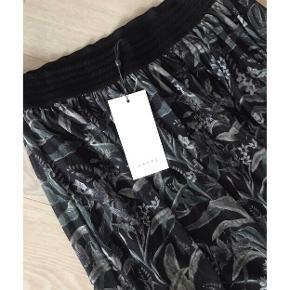 Flot mønstret nederdel med mærke fra Kaffe 💕   - str. m - med mærke - nypris 499