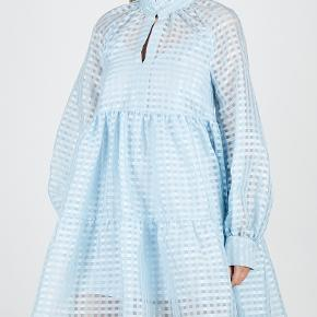 Sælger denne smukke kjole 💗   Str xs  Byd