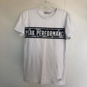 Hej:)  Jeg sælger denne lækre T-shirt fra Peak performance. Den er i god stand, og brugt få gange. Skriv endelig hvis i har spørgsmål eller er interreseret:)