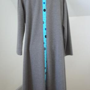 E-beth's kjole i bomuld, viscose og polyester. Aldrig brugt. Str. XL: brystvidde 110, længde 105