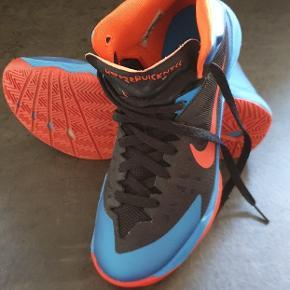 Nike Hyperquickness str 40,5.  Brugt to gange, ingen brugsspor,  de er bare blevet for små for hurtigt😊 Vejer næsten ikke noget, super behagelige at have på.