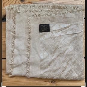 Louis Vuitton stor sjal i original æske uden kvit,i god stand ingen huller