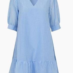 Iben kjole Nypris 900 kr.  Brugt 2 gange.  Fremstår fuldstændig som ny. byd
