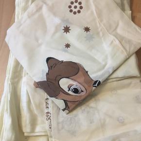 3 forskellige baby sengesæt , aldrig brugt og aldrig vasket. Er fra et røgfrit hjem.   1 med bambi  1 neutral farve ( mærke Night & day) 1 lyseblå med kanin   Alle 3 for 200  Byd ❤️