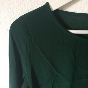 Nümph - bluse Str. 38 Næsten som ny Farve: grøn Lavet af: 100% viscose Mål: Brystvidde: 94 cm hele vejen rundt Længde: 59 cm Køber betaler Porto!  >ER ÅBEN FOR BUD<  •Se også mine andre annoncer•  BYTTER IKKE!