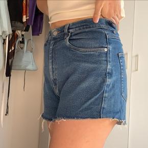 Super fede denim shorts (forholdsvis elastiske)