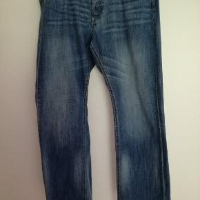 Super lækre boyfriend jeans fra H&M. Har to par. Str 32/34 og str 33/34. Loose waist. Loose fit.  100,- pr stk pp og mobilepay Sender hurtigt
