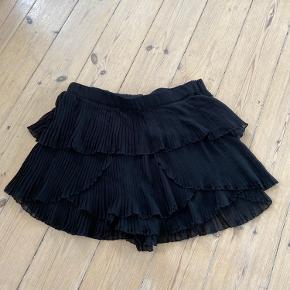 Zara shorts der ligner en nederdel når man har dem på.