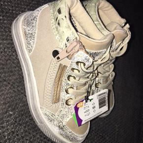 Ny Sneakers  sko beige guld 24