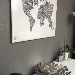 Verdens kort plakat i Alu ramme fra CeKi Designs.  80 x 60cm   CeKi designs er et tidligere plakat firma, designet og printet af migselv og en veninde men nu sælger vi de sidste billeder inden vi drager til nye projekter ☺️ det er altså dansk design, lavet med kærlighed af to studerende ❤️  Dette er en del af et restparti, der er derfor mulighed for at købe flere og få en billigere pris.   Billederne kan afhentes i Slagelse eller København.