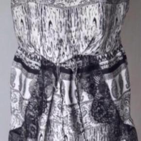 Smuk kjole i sort og Hvidt print med blonde - style mia dress - #30dayssellout