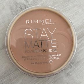 Aldrig brugt - stay matte powder 😃