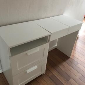 Toilet/skrivebord med tilhørende kommode. Brugt men i fin stand har dog lidt brugsspor på toppen, se billeder. Ny pris ca 1000kr BYD