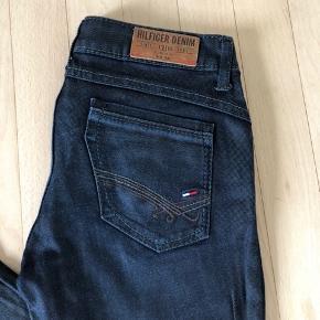 Tommy Hilfiger jeans i str w 27 l 32. Brugt få gange