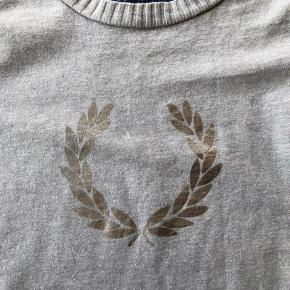 Lysegrå Fred Perry t-shirt str. 8