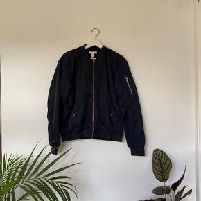 Mørk blå bomber Jacket fra H&M