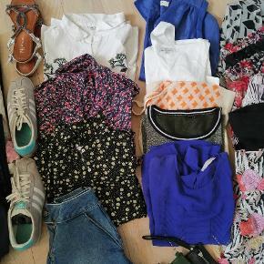 Tøj pakke med shorts, bukser Levis, kjoler, toppe, t-shirt, skjorter, hue, makeup, vest, Adidas sneakers, sandaler, Wolford strømpebukser. Primært str. 36 og small. Sko str 37. Sælges for 300 kr samlet.   Mærker som Gat Rimon, Zara, Envii, Day Birger et Mikkelsen, Mink Pink, Zara, Pull & Bear, Levis, only, Mads Nørgaard