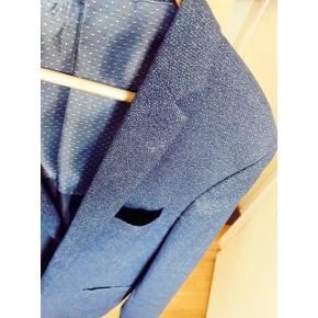 Blå/grå habit jakke fra Selected Homme. Brugt få gange - meget velholdt. Str. 50. #blackfriday