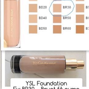 YSL Foundation, fv. BR30. Der er kun brugt et par pump.  Ny pris 379kr sælges for 145kr prisen et uden evt forsendelse.