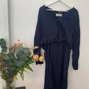 RAYA dress Har en magen til i sort    Køber betaler selv fragt, ellers kan varen afhentes på Frederiksberg C - tæt ved Forum st. og søerne.  Har over 300 ting til salg, så tjek mine andre annoncer ud😍 Der kommer ofte mængderabat!