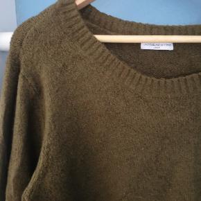 Lækker sweater i grøn, perfekt til efteråret 🍁 Aldrig brugt, kun vasket 🌸