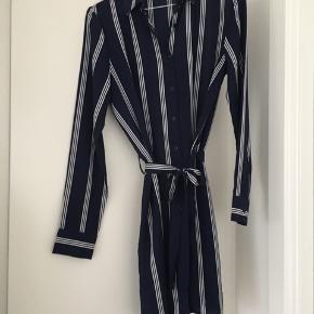 Fin kjole fra mærket Unique 21 i str. 36, købt på ASOS ☺️