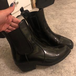 - Super dejlige støvler.  - Brugt 2 timer - str 38