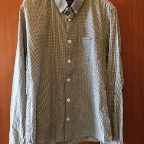 Flot skjorte fra Mads Nørgaard til mænd, næsten som ny.