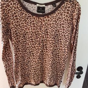 Tyndstrikket sweater. Str.3