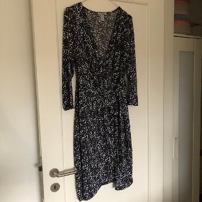 Slå om kjole fra H&M str. large 😊