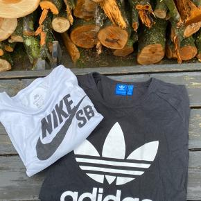 Nike t-shirt i XL                                     💛💛💛 Jeg har netop ryddet ud/op i alt familiens tøj, derfor har jeg en del til salg. Jeg skal af med det hele, derfor er priserne billige! Kig meget gerne mit andet tøj igennem.         💛  Jeg giver gode mængderabatter!         Jo mere du køber, jo billigere bliver det!