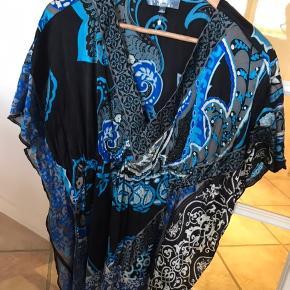 Super lækre Hale Bob der altid laver død lækkert kvalitetstøj. Smukke blå farver.