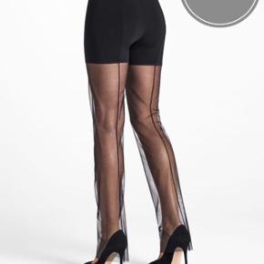 Sælger disse helt nye Wolford moonlight pants i str. XS. Fejlkøb derfor sælges de (BYTTER IKKE). Np 1180 kr. Sælges for 800 kr.