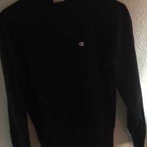 Sælger denne trøje, da den er lidt for lille Det er en small, passer til en xs/s Har brugt den få gange Køber betaler fragt