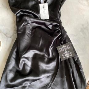 Helt ny kjole med tags!  Bytter ikke