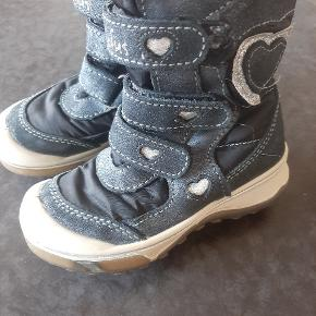 Næsten som nye fede kvalitets vinterstøvler fra Skofus.  Kig endelig forbi mine andre annoncer.   Kan hentes på Amager/ Avedøre eller sendes mod betaling