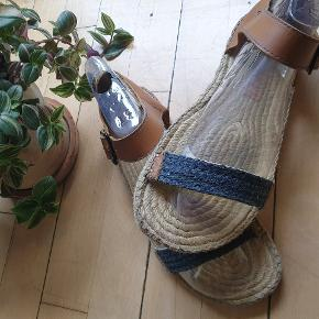 Summer is here⚡⚡⚡ comfortable and stylish sandals. Wide fit and very well condition.
