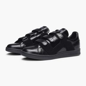 Adidas x Raf Simons. Størrelse 42 2/3. Stand: 9/10.